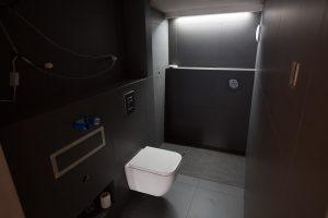 black_bathroom-15